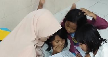 Kami Butuh Lebih Banyak Relawan Untuk Mengajar Mambaca Anak-anak Panti